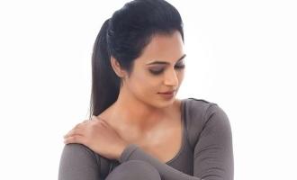 ரம்யா பாண்டியனின் வேற லெவல் யோகா போஸ்: ஆச்சரியத்தில் ரசிகர்கள்!