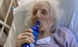 கொரோனாவில் இருந்து மீண்டதும் கோல்ட் பீர் கேட்ட 103 வயது பெண்
