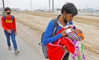 Indian Migrant workers walk miles to reach villages!