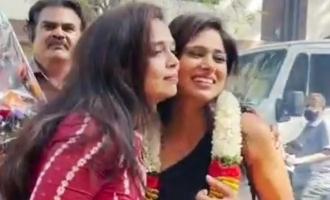 மேளதாளத்துடன் வரவேற்பு: ரம்யா பாண்டியனின் வரவேற்பு வீடியோ வைரல்!