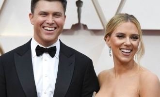 Scarlett Johannson gets married and requests fans to donate