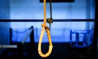 Shocking: Popular singer commits suicide!