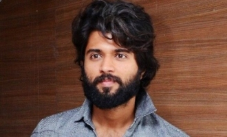 Vijay Deverakonda can't leave the cigarette alone